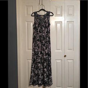 Black and white knot neckline maxi dress